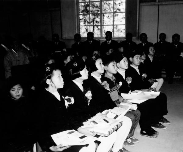 대한민국 정부기록 사진집 9 - 자유의 마을 대성동 초등학교 제3회 졸업식  #2813